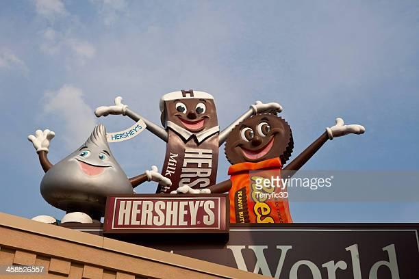 giant characters at hershey's chocolate world - terryfic3d stockfoto's en -beelden