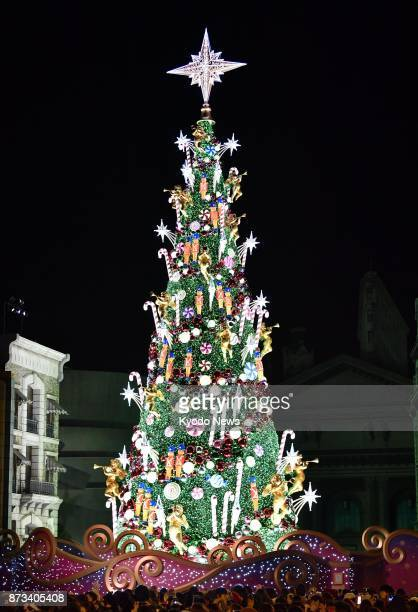 A giant Christmas tree at Universal Studios Japan in Osaka has been recognized by Guinness World Records for the third consecutive year as having the...