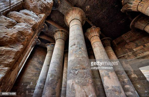 giant columns in ptolemaic temple of esna - local landmark stock pictures, royalty-free photos & images