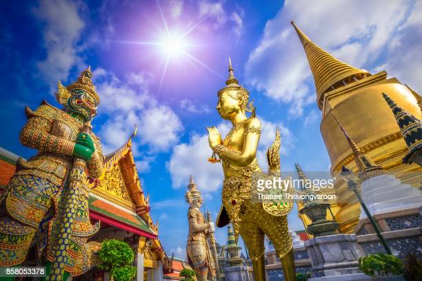 giant in grand palace and wat pra keaw in bangkok, thailand - wat stock pictures, royalty-free photos & images