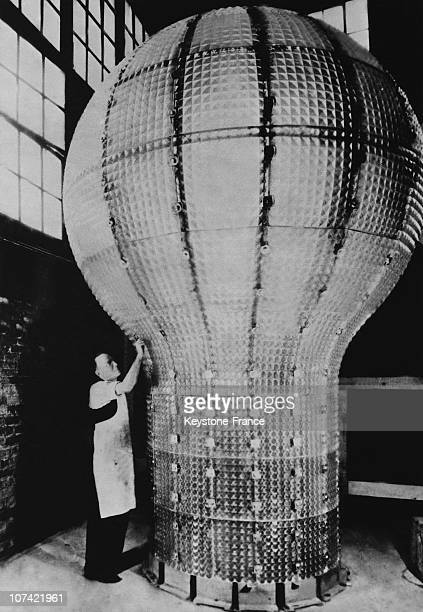 Giant Light Bulb In Menlo Park In New JerseyUsa