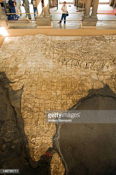 giant marble relief map of india, bharat mata temple. - varanasi stock pictures, royalty-free photos & images