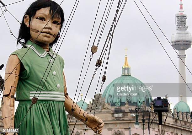 A giant marionette operated by performers walks on October 2 2009 in Berlin Germany The French marionette street theatre company Royal de Luxe will...