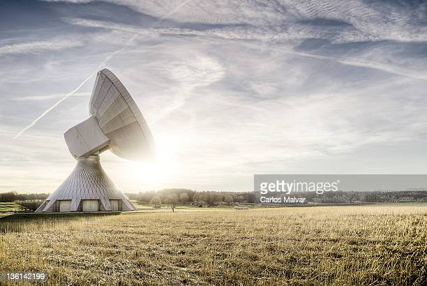 giant parabolic antenna - receiver stock pictures, royalty-free photos & images