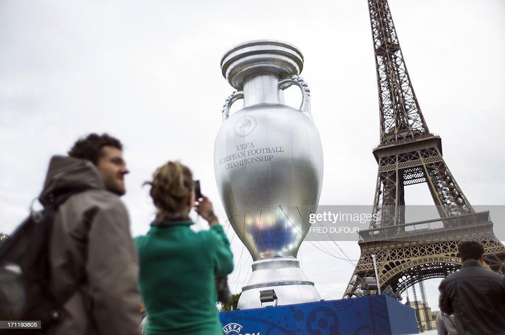 FBL-EURO-2016-UEFA-CUP-REPLICA : News Photo