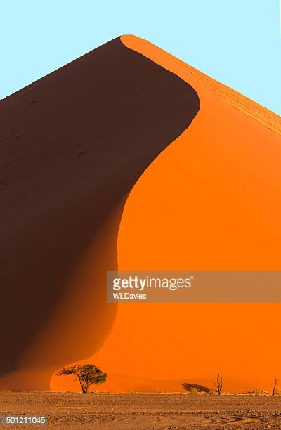 giant sand dune - namibia stock pictures, royalty-free photos & images