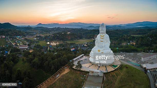 giant statue of kwan yin goddess - guanyin bodhisattva stock pictures, royalty-free photos & images