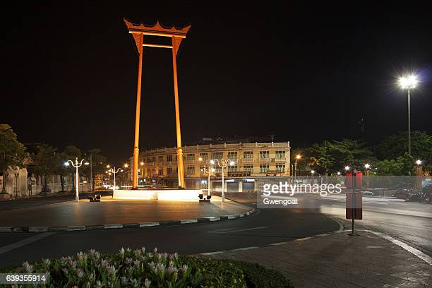 columpio gigante en bangkok, tailandia - gwengoat fotografías e imágenes de stock