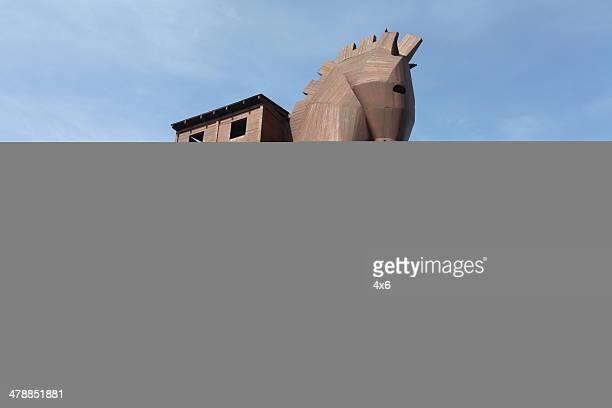 gigante cavallo di troia replica - cavallo di troia foto e immagini stock