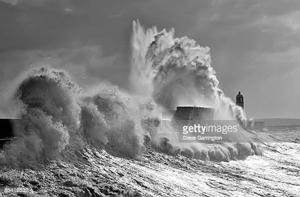 Giant waves at harbour