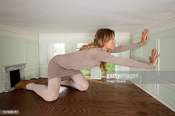 giant young woman trapped in small room - claustrofobia fotografías e imágenes de stock