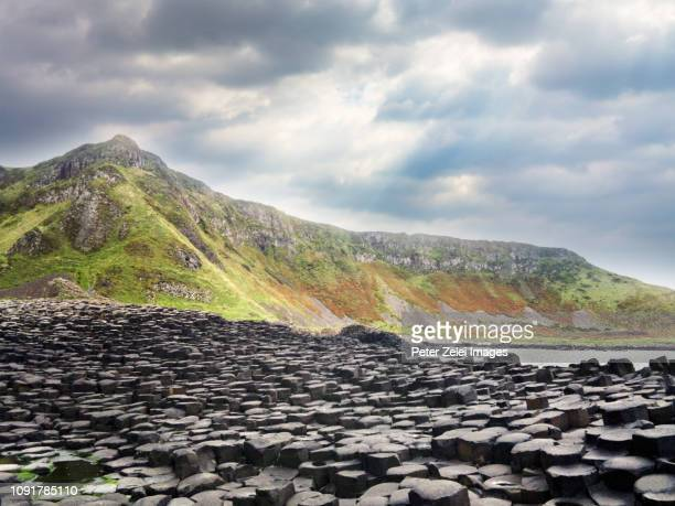 giant's causeway in northern ireland - giant's causeway stock pictures, royalty-free photos & images