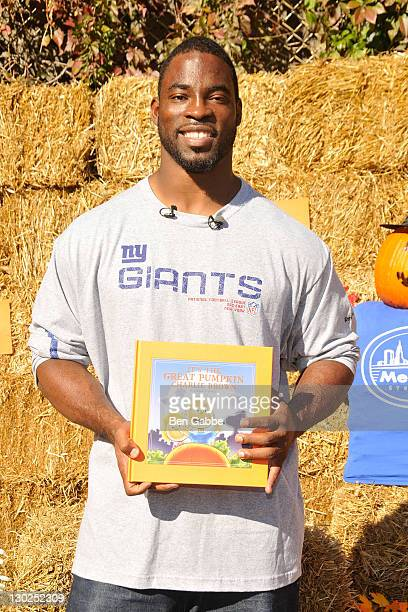 Giants Defensive End Justin Tuck reads It's The Great Pumpkin Charlie Brown at PS 019 on October 25 2011 in New York City