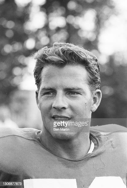 Giants football player Frank Gifford retuning to the Giants as a flanker after 18 months retirement from a serious head injury in 1960, New York,...