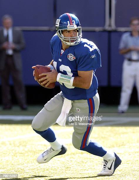 Giants quaterback Kurt Warner scans the field during Giants victory Washington Redskins at the New York Giants on Sunday September 19 2004 Giants...