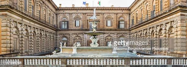 giardino di boboli, view of fontana del carciofo - pitti foto e immagini stock