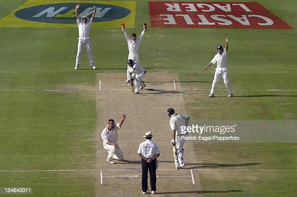 Gibbs lbw Giles 98 South Africa v England 4th Test Johannesburg Jan 05