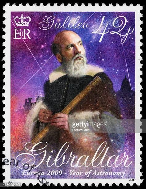 gibraltar galileo galilei sello postal - galileo galilei fotografías e imágenes de stock