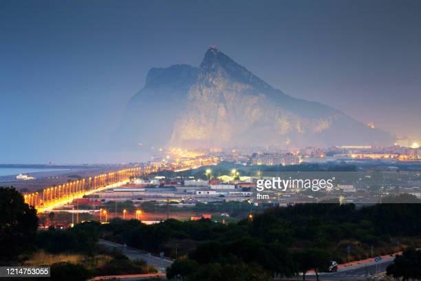 gibraltar - upper rock, seen from spanish side la linea de la conception - ジブラルタルの岩山 ストックフォトと画像
