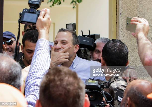 Gibran Bassil the Lebanese Foreign Minister and leader of the Free Patriotic Movement is surrounded by journalists as he arrives to cast his vote at...