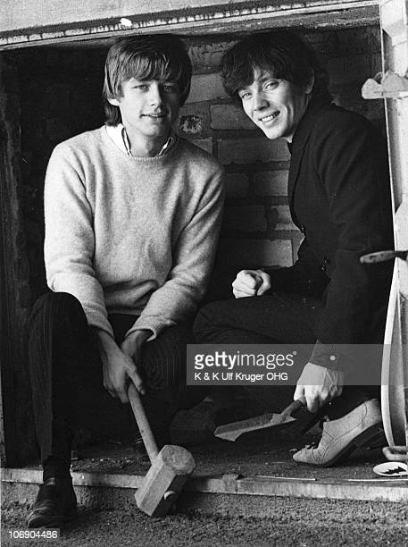 Gibson Kemp and Klaus Voorman pose for a portrait circa 1965 in Hamburg Germany