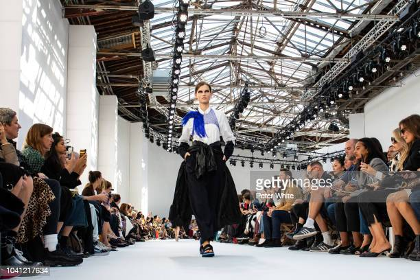 Giedre Dukauskaite walks the runway during the Dries Van Noten show as part of the Paris Fashion Week Womenswear Spring/Summer 2019 on September 26...