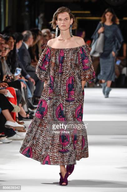 Giedre Dukauskaite walks the runway during the Stella McCartney show as part of the Paris Fashion Week Womenswear Spring/Summer 2018 on October 2...