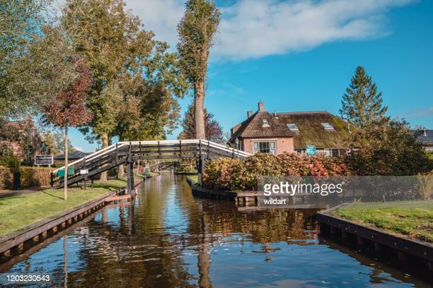 giethoorn canals and bridges ,cottage in netherlands - giethoorn stock pictures, royalty-free photos & images
