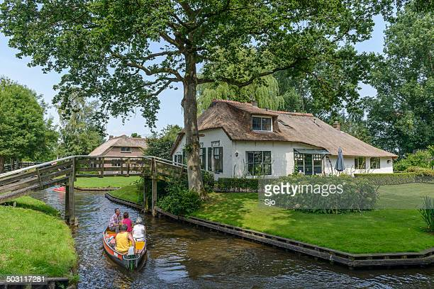 giethoorn cottage - giethoorn stock pictures, royalty-free photos & images