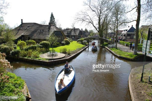 giethoorn one of the most beautiful dutch villages - giethoorn stock pictures, royalty-free photos & images