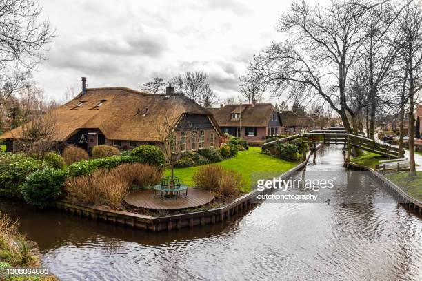 giethoorn, the netherlands. - giethoorn stock pictures, royalty-free photos & images