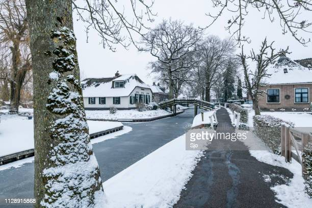 Giethoorn village with the canals with snow during a cold but beautiful calm winter day