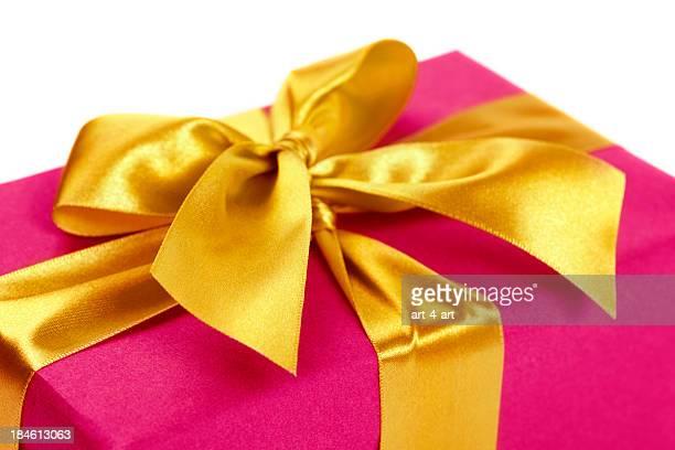 Boîte-cadeau avec ruban d'or