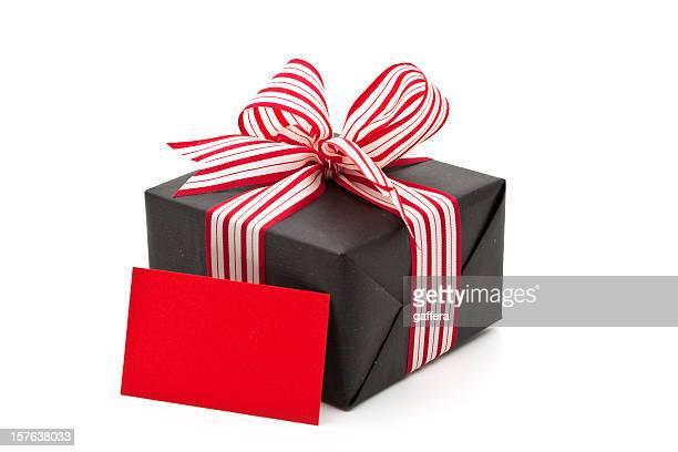 Scatola regalo con un biglietto d'auguri