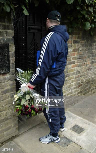 Gifts arrive at the home of Kate Moss on her 30th birthday January 16 2004 in London It was rumoured that she would be celebrating her birthday in...