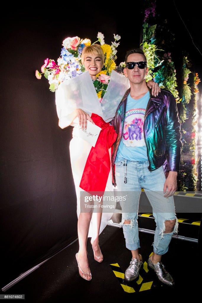 Moschino - Backstage - Milan Fashion Week SS18 : News Photo