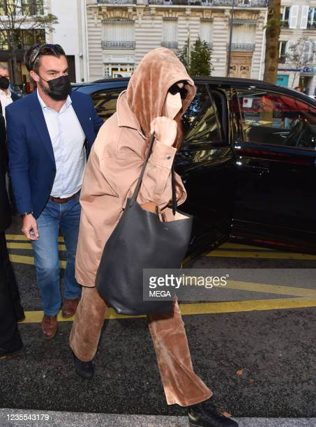 Gigi Hadid is seen in Paris for fashion week on September 27 2021 in London, England.