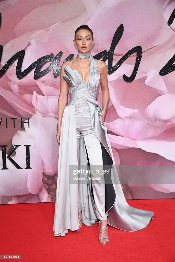 GBR: The Fashion Awards 2016 - Red Carpet Arrivals : News Photo