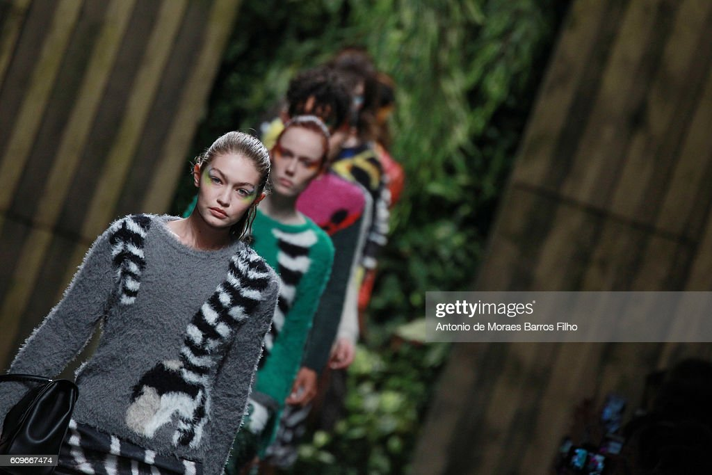 Gigi Hadid walks the runway at the Max Mara show during Milan Fashion Week Spring/Summer 2017 on September 22, 2016 in Milan, Italy.