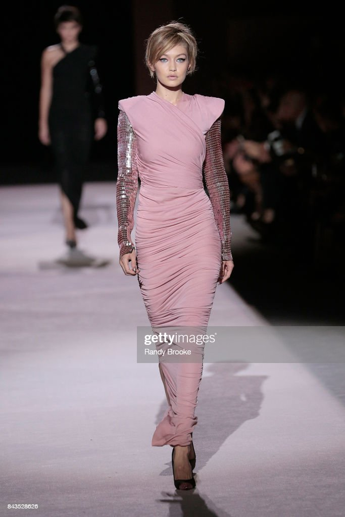 1a1aaa634 Tom Ford - Runway - September 2017 - New York Fashion Week : News Photo