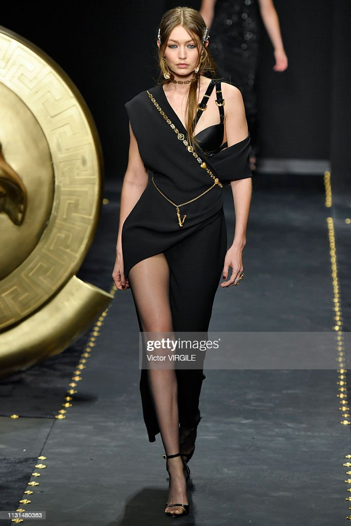 Versace - Runway - Milan Fashion Week Autumn/Winter 2019/20 : News Photo