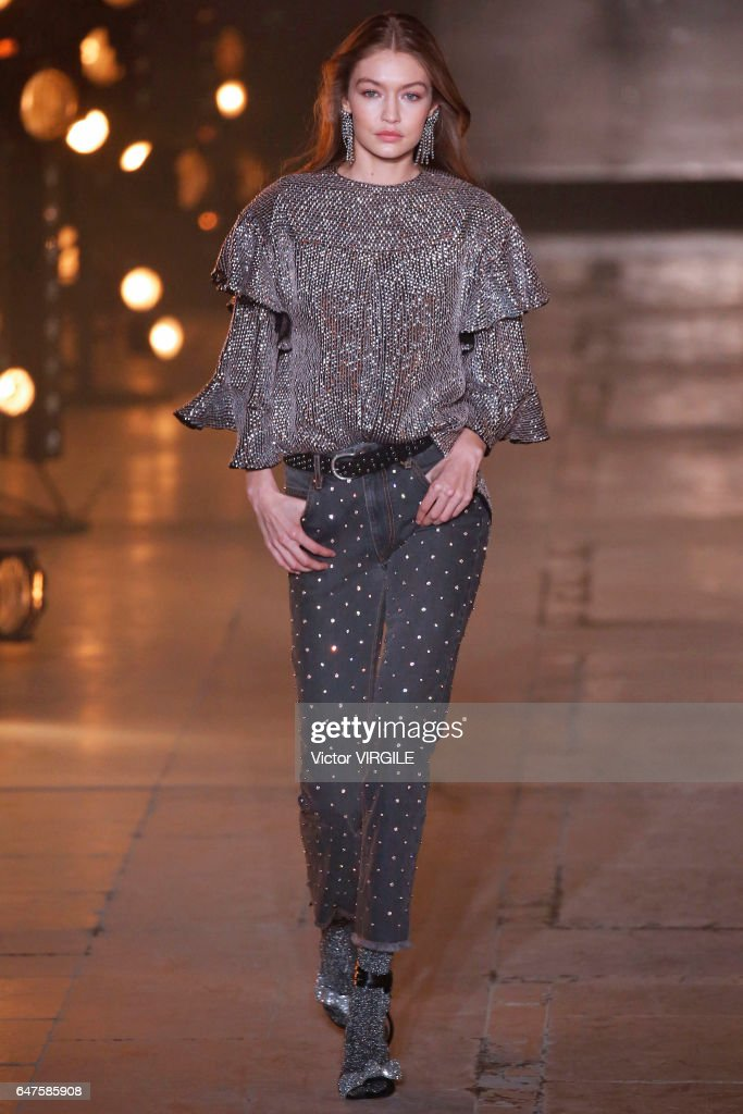 Isabel Marant : Runway - Paris Fashion Week Womenswear Fall/Winter 2017/2018 : Nachrichtenfoto