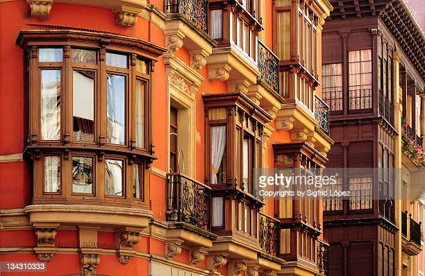 gijons balconies - ヒホン ストックフォトと画像