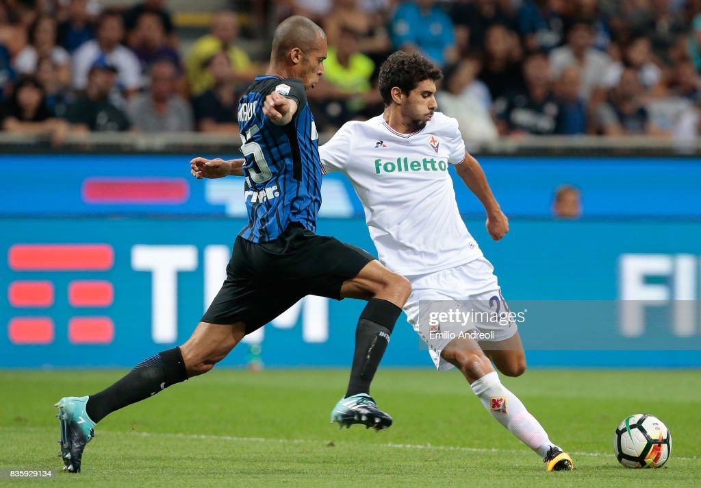 Gil Dias of ACF Fiorentina (R) competes for the ball with Joao Miranda de Souza Filho of FC Internazionale Milano during the Serie A match between FC Internazionale and ACF Fiorentina at Stadio Giuseppe Meazza on August 20, 2017 in Milan, Italy.