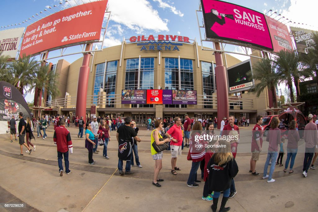 NHL: APR 08 Wild at Coyotes : News Photo