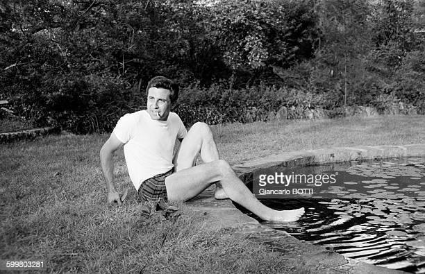 Gilbert Bécaud chez lui au Chesnay en octobre 1967 en France