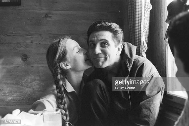 Gilbert Becaud On Winter Sports. En fevrier 1958, le chanteur francais Gilbert BECAUD passe des vacances aux sports d'hiver. Ici, souriant dans un...