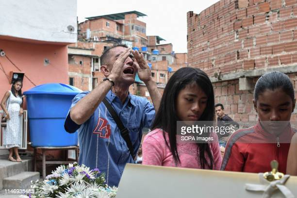 PETARE CARACAS MIRANDA VENEZUELA Gilberto Altuve the father of Erick Altuve cry as he attends the funeral of his 11yearold son in his home in the...