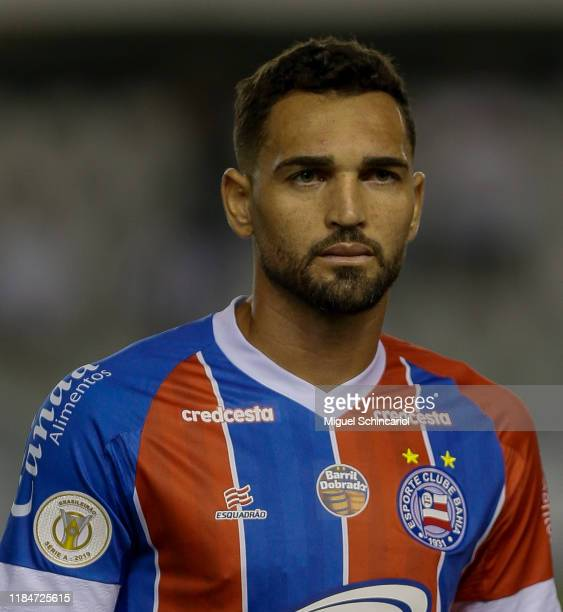 Gilberto of Bahia looks on before a match between Santos and Bahia for the Brasileirao Series A 2019 at Vila Belmiro Stadium on October 31, 2019 in...