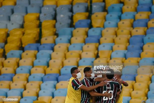 Gilberto of Fluminense celebrates with his teammates after scoring the first goal of his team during the match between Flamengo and Fluminense as...